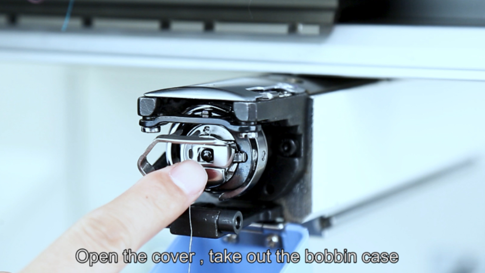 How to install the bobbin.jpg